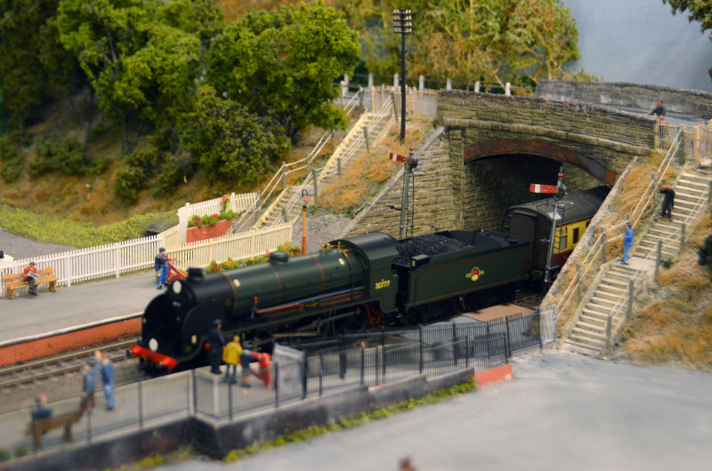 A train pulling into Bishops Lydeard station on Taunton MRG's model layout
