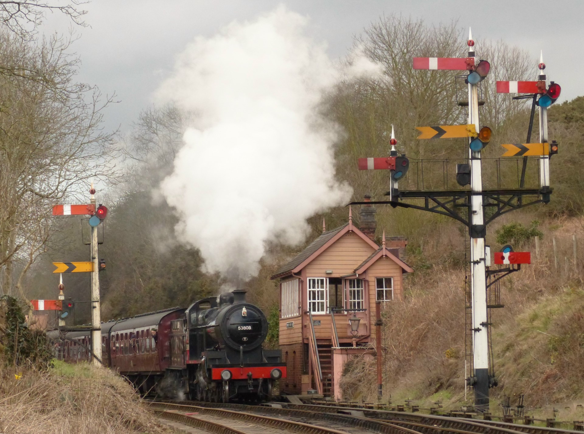 53808 passes Bewdley South signalbox on the 11.00 am from Bridgnorth on Friday 16 March 2018
